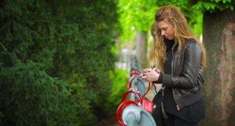 Nescafe, mille tazze rosse, Marketing e strategie di comunicazione su misura per affermare il tuo brand.